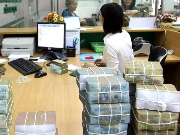 HSBC: Viet Nam co the that chat tien te de tranh tham hut kep hinh anh 2
