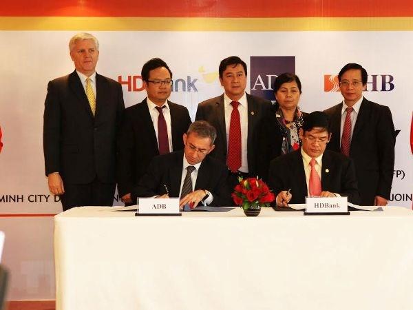 ADB cung cap bao lanh 100 trieu USD cho HDBank va SHB hinh anh 1