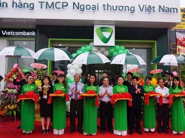 Vietcombank Phu Yen khai truong phong giao dich Song Hinh hinh anh 1