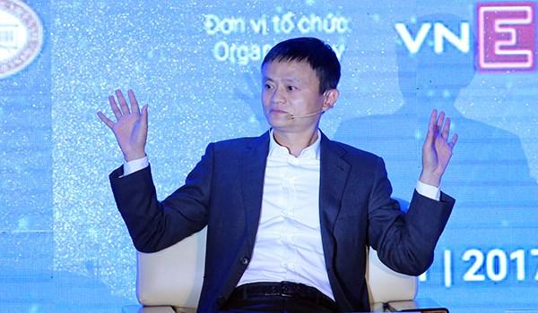 Ty phu Jack Ma: 'Dung dien thoai, ke moc tui se that nghiep het' hinh anh 1