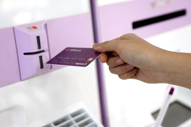 Ngan hang dau tien phat hanh thanh cong the chip ATM va the contactles hinh anh 1