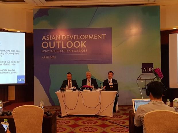 ADB du bao GDP Viet Nam tang truong 7,1% trong nam 2018 hinh anh 1