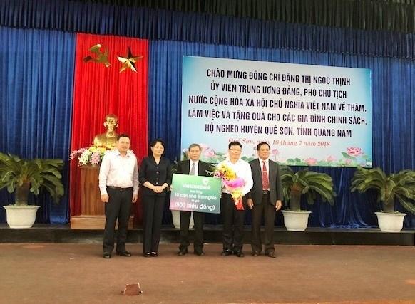 Pho Chu tich nuoc va Vietcombank tang nha tinh nghia dip 27/7 hinh anh 1
