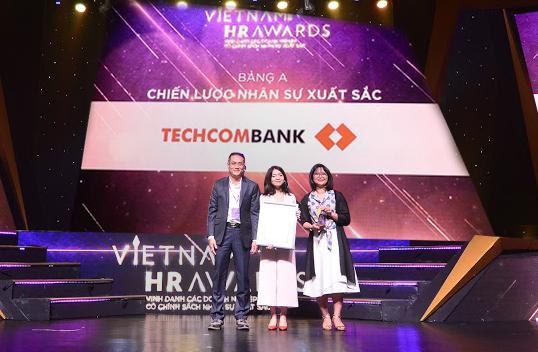 Techcombank thang lon tai giai thuong uy tin Vietnam HR Awards 2018 hinh anh 1