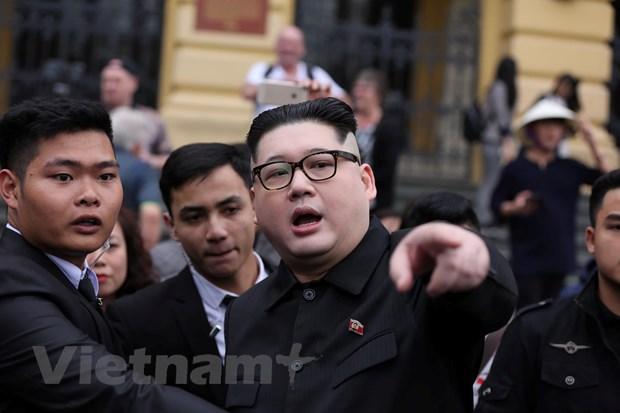 Cap doi dong gia ong Kim Jong-un va ong Trump gay nao loan Ha Noi hinh anh 2