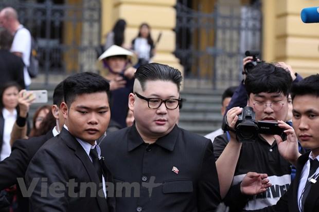 Cap doi dong gia ong Kim Jong-un va ong Trump gay nao loan Ha Noi hinh anh 3