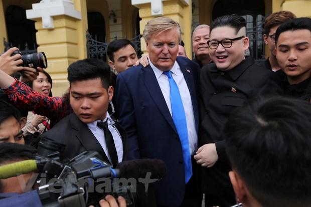 Cap doi dong gia ong Kim Jong-un va ong Trump gay nao loan Ha Noi hinh anh 5