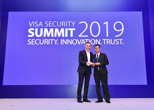 Vietcombank nhan giai thuong Champion Security Award cua Visa hinh anh 1