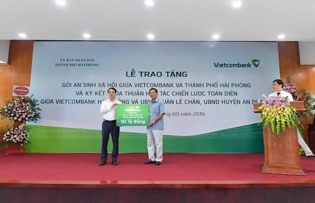 Vietcombank danh 10 ty dong ho tro Hai Phong xoa ho ngheo hinh anh 1