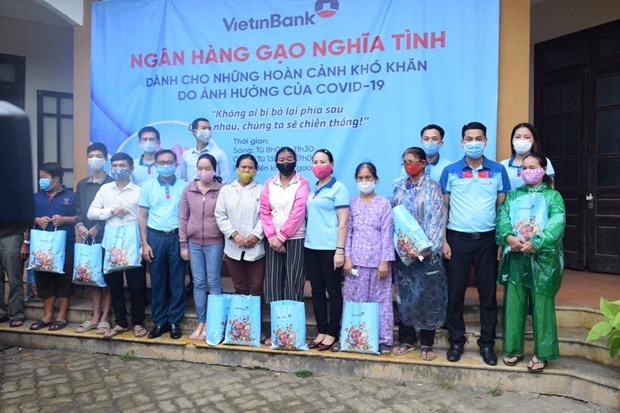 """VietinBank trien khai """"Ngan hang gao nghia tinh"""" ho tro nguoi dan hinh anh 1"""