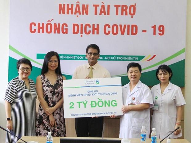 Standard Chartered Viet Nam ung ho gan 5 ty dong phong chong COVID-19 hinh anh 1