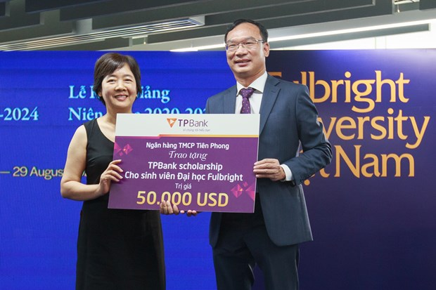 TPBank trao 50.000 USD cho sinh vien Dai hoc Fulbright Viet Nam hinh anh 1