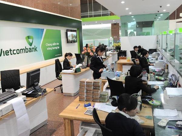 Vietcombank giam lai suat cho khach hang tai 10 tinh mien Trung hinh anh 1