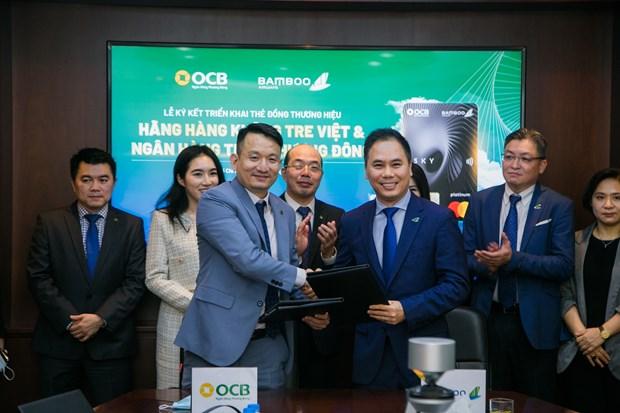Bamboo Airways va OCB hop tac trien khai the dong thuong hieu hinh anh 1