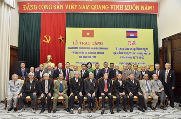 Campuchia trao tang Huan chuong cho 33 can bo ngan hang Viet Nam hinh anh 1