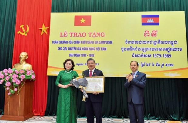 Campuchia trao tang Huan chuong cho 33 can bo ngan hang Viet Nam hinh anh 2
