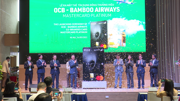 Tich hop nhieu tien ich trong the dong thuong hieu OCB-Bamboo Airways hinh anh 1