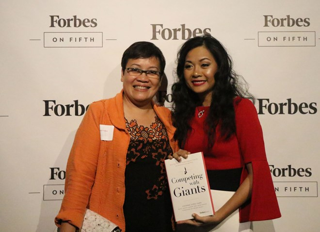 """ForbesBooks xuất bản """"Vượt lên người khổng lồ"""" của nữ doanh nhân Việt"""