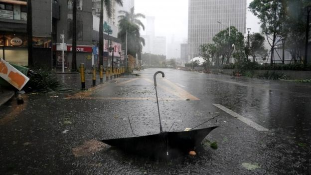 Trung Quốc: Giao thông bị ảnh hưởng nặng nề do siêu bão Mangkhut - ảnh 1