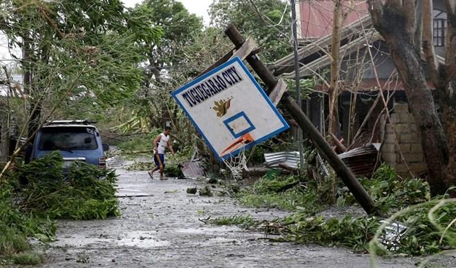Siêu bão Mangkhut gây lũ lụt và hư hại nghiêm trọng ở Trung Quốc - ảnh 1