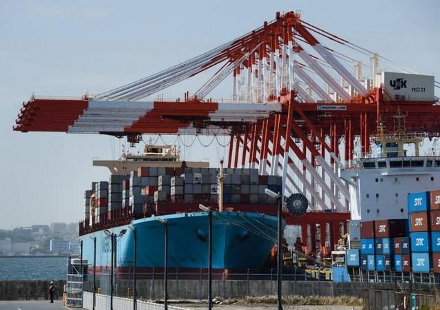 Xuất khẩu của Nhật Bản lần đầu tiên giảm trong gần hai năm - ảnh 1
