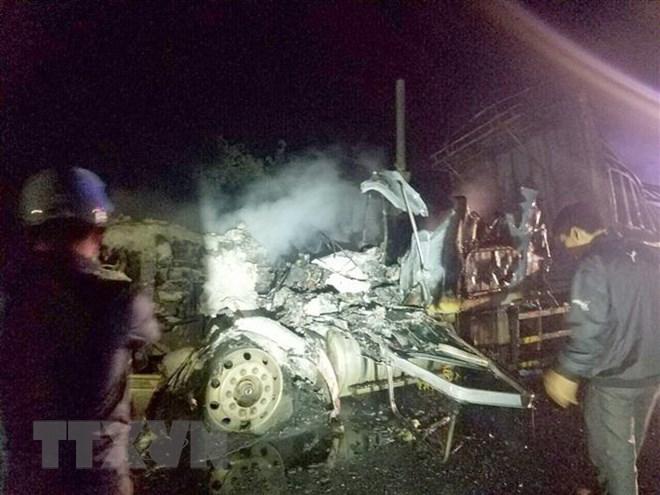 Gia Lai: Xe rơmoóc chở 30 tấn mủ cao su bất ngờ bốc cháy trong đêm