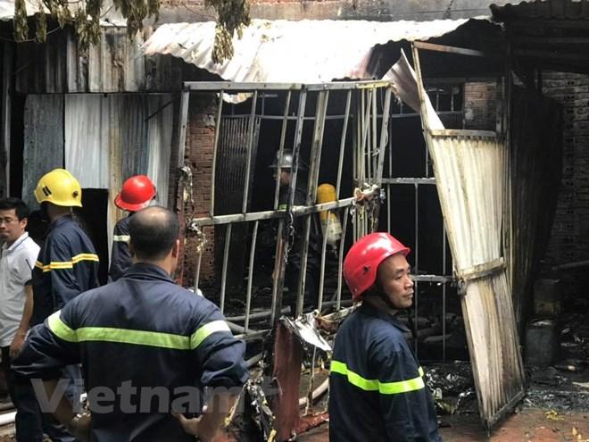 Hà Nội: Cháy lớn tại xưởng ghế sofa, nghi có người mắc kẹt tử vong - ảnh 2