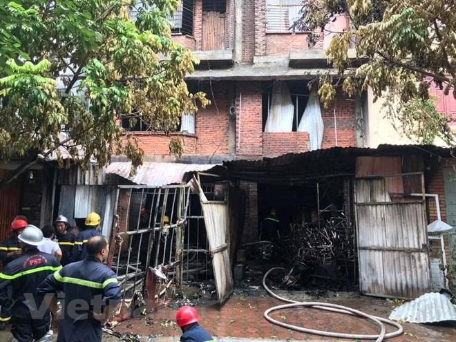 Hà Nội: Cháy lớn tại xưởng ghế sofa, nghi có người mắc kẹt tử vong - ảnh 1