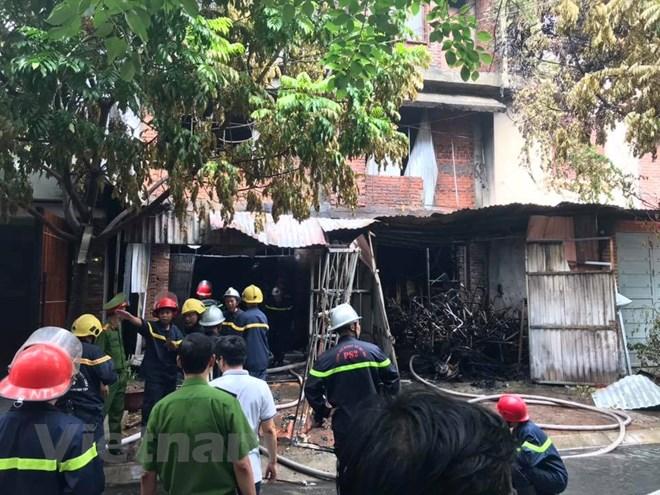 Hà Nội: Cháy lớn tại xưởng ghế sofa, nghi có người mắc kẹt tử vong - ảnh 3