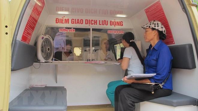 Mô hình ngân hàng lưu động của Agribank Ninh Bình đến các vùng sâu, vùng xa của tỉnh. (Ảnh: Hải Yến/TTXVN)