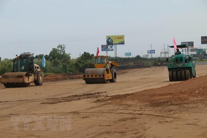 Thi công tuyến cao tốc Trung Lương - Mỹ Thuận. Ảnh minh họa. Ảnh: Minh Trí/TTXVN