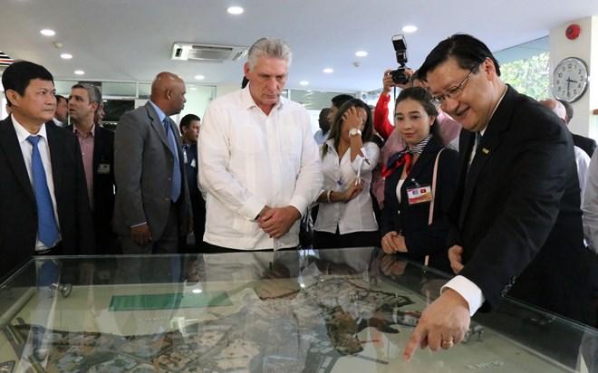 Chủ tịch Cuba tìm hiểu mô hình Khu công nghệ cao Thành phố Hồ Chí Minh - ảnh 1