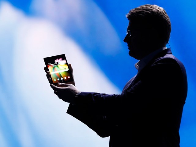 Samsung sẽ sản xuất ít nhất 1 triệu chiếc điện thoại màn hình gập - ảnh 1