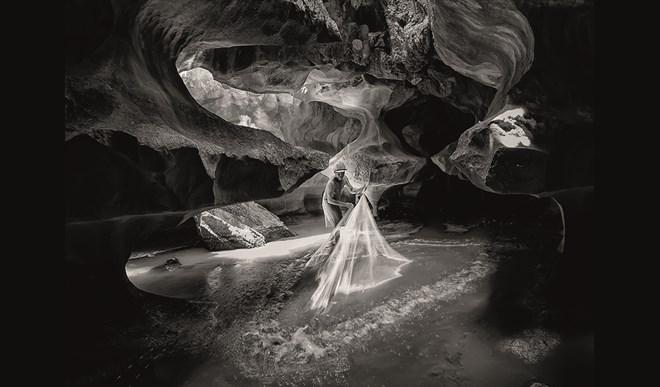 """Tác phẩm """"Vần điệu"""" của nhiếp ảnh gia Lương Nguyễn Thiên Chương giành giải vàng thể loại ảnh đen trắng."""