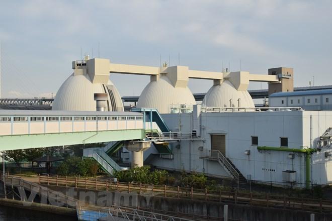 Các bể xử lý bùn của nước thải. (Ảnh: Tuyến Nguyễn/Vietnam+)
