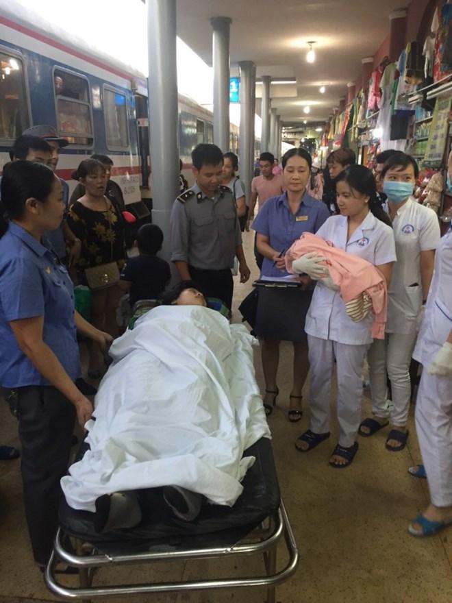Nhân viên đường sắt đỡ đẻ cho sản phụ khi tàu leo đèo Hải Vân - 1