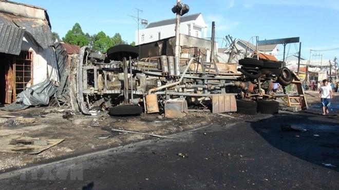 Tăng cường kiểm tra xe ôtô vận chuyển xăng dầu dễ cháy nổ