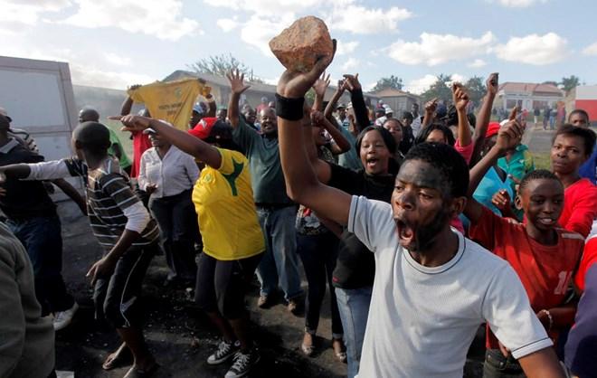 Nam Phi: Biểu tình biến thành bạo động quy mô lớn tại Cape Town - ảnh 1