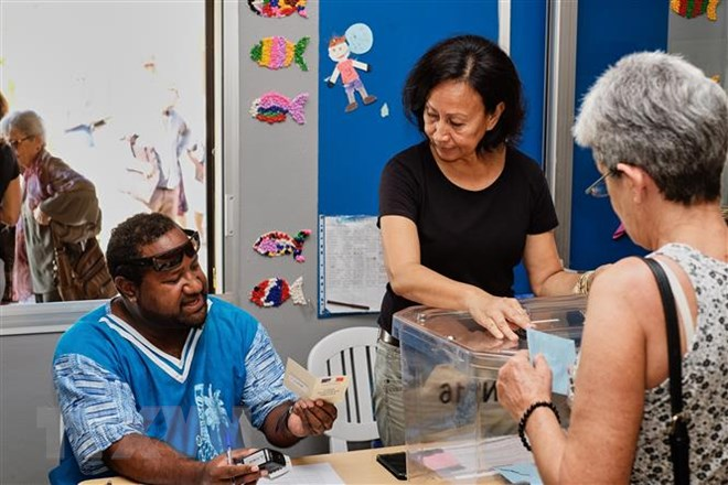 Cử tri bỏ phiếu trong cuộc trưng cầu ý kiến về độc lập tại Noumea, quần đảo New Caledonia thuộc Pháp ngày 4-11-2018. Ảnh: AFP/TTXVN
