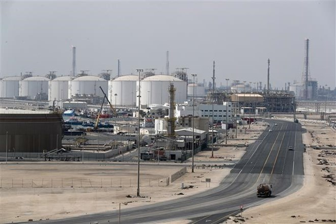 Toàn cảnh thành phố công nghiệp Ras Laffan, nơi đặt các cơ sở sản xuất khí đốt tự nhiên hóa lỏng (LNG) của Qatar, cách thủ đô Doha khoảng 80km về phía bắc tháng 2-2017. Ảnh: AFP/TTXVN