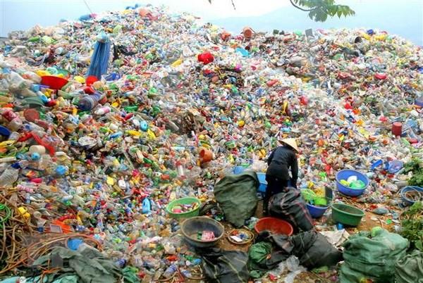 Một bãi thu gom rác thải nhựa để tái chế tại Lào Cai. (Ảnh: Ngọc Hà/TTXVN)