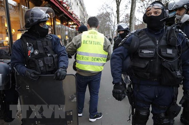 Cảnh sát chống bạo động được triển khai nhằm đối phó với người biểu tình