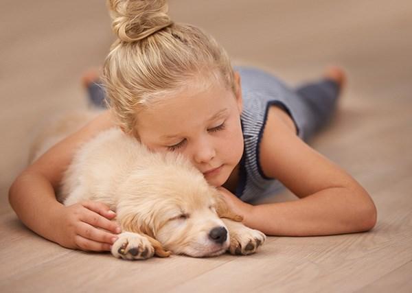 Tìm bạn cho con: Nên sinh thêm em bé hay nuôi thú cưng?