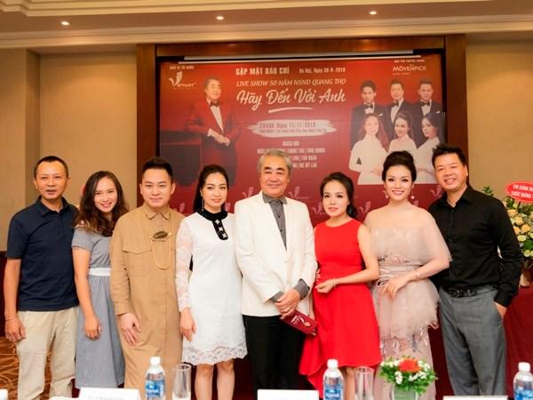 Nghệ sỹ nhân dân Quang Thọ cùng dàn 'sao' học trò góp mặt trong đêm nhạc và đại diện nhà tổ chức. (Ảnh: VietArt)