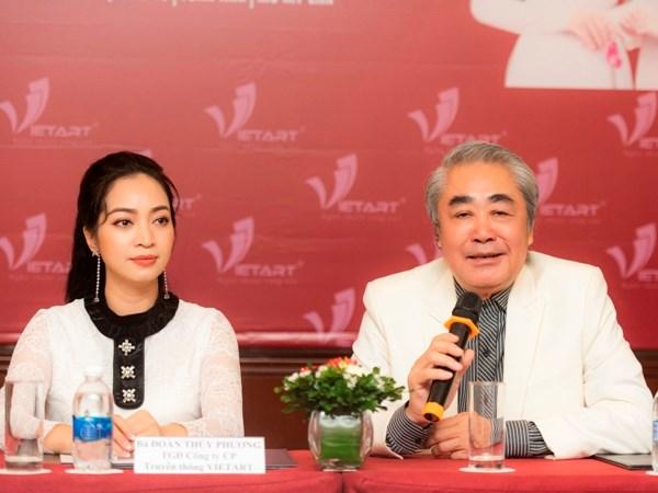 Nghệ sỹ nhân dân Quang Thọ và bà Đoàn Thúy Phương - Tổng đạo diễn chương trình. (Ảnh: VietArt)