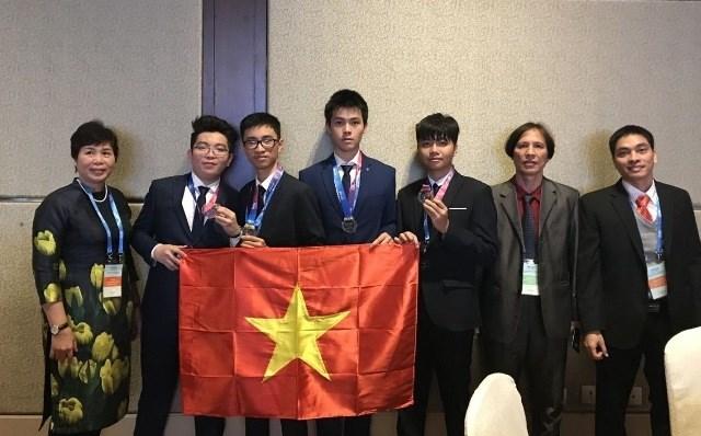 Đoàn Việt Nam tham dự cuộc thi Olympic Thiên văn học và Vật lý thiên văn quốc tế. Nguồn: Báo Nhân dân