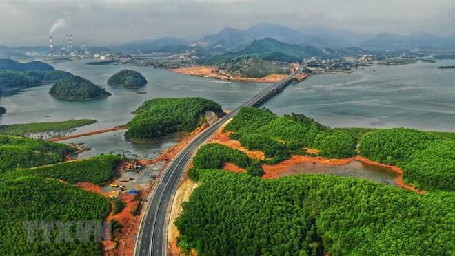 Chính thức thu phí tuyến cao tốc Hạ Long-Vân Đồn từ ngày mùng 3 Tết