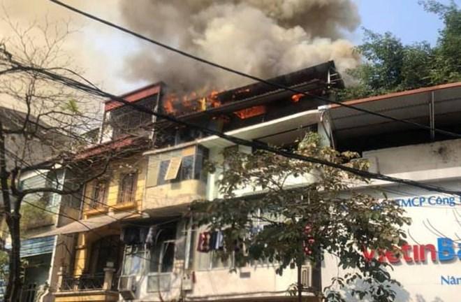 Hà Nội: Đang cháy lớn trên phố Hàng Nón, nghi do đốt vàng mã