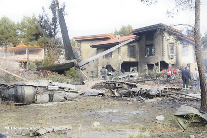 Vụ rơi máy bay ở Iran: 15 người thiệt mạng, chỉ một người sống sót - ảnh 1