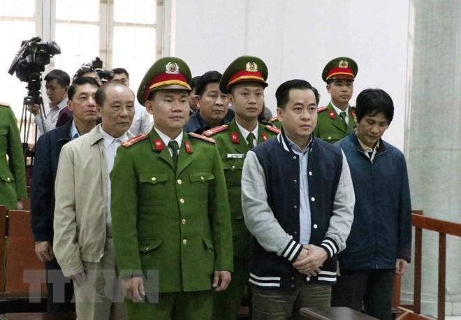 Bị cáo Phan Văn Anh Vũ cùng các bị cáo nghe Hội đồng xét xử tuyên án. Ảnh: Văn Điệp/TTXVN
